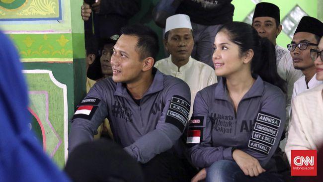 Kemesraan Agus Harimurti Yudhoyono dan Annisa Pohan selama blusukan ke Koja dan Jatinegara. (Dok. Timses AHY)