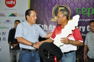 Peraih HIO Jeep Wrangler CEPA Anniversary V 2017 (Amrin-Adhi Karya) - Amrin Nasution. Diserahkan secara simbolis oleh Ganda Kusuma - Pembina CEPA BGC