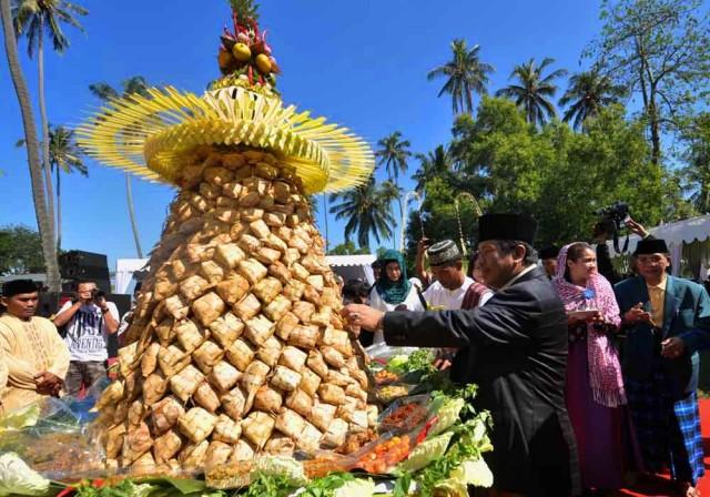 Lebaran Topat di Lombok, yang diselenggarakan seminggu setelah Hari Raya Idul Fitri, lebih semarak dan dirayakan oleh seluruh masyarakat NTB. -sinarharapan.net