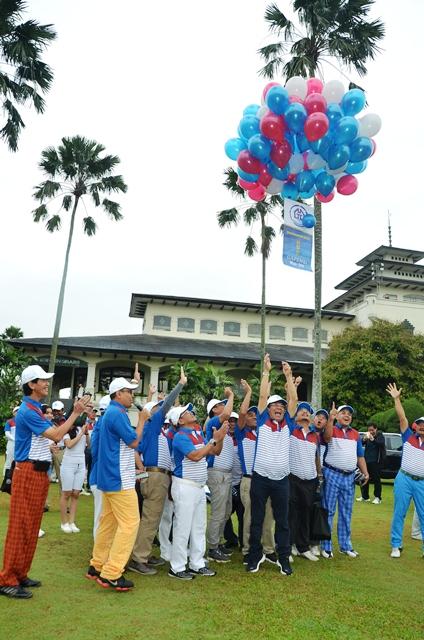 Pelepasan Balon ke Udara tanda Turnamen Golf HUT Gapensi 59 di mulai