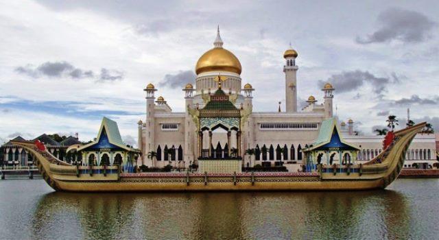 Masjid Sultan Ali Omar Saifuddin ~ Brunei Darussalam