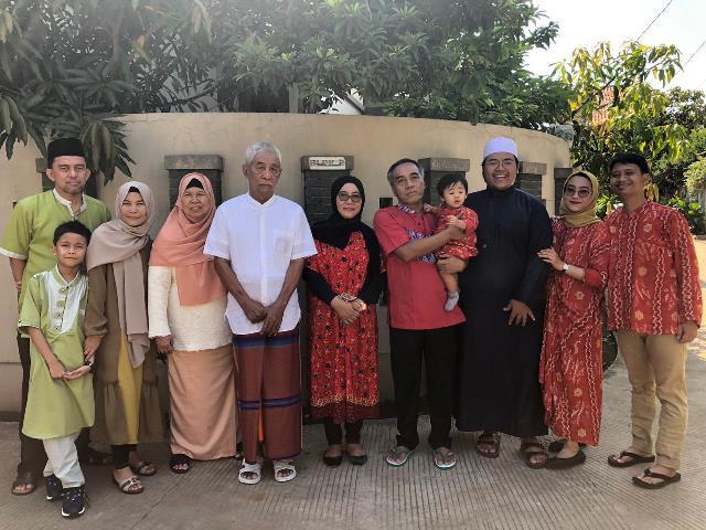 eqbal-dan-keluarga